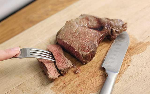 Steak yang Dimasak Setengah Matang