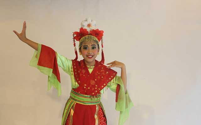Kostum Tarian Lenggang Nyai