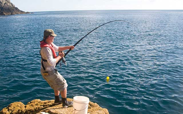 Teknik Memancing Ikan Laut