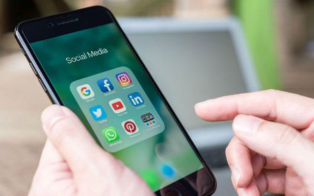 Aktif di Media Sosial